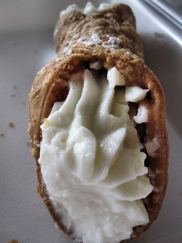 Lunch time cannoli!
